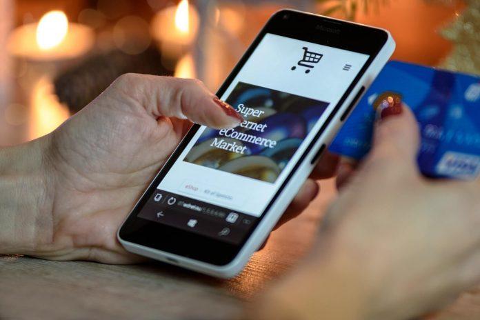 Iată 5 lucruri pe care poți să le cumperi cu un card de credit