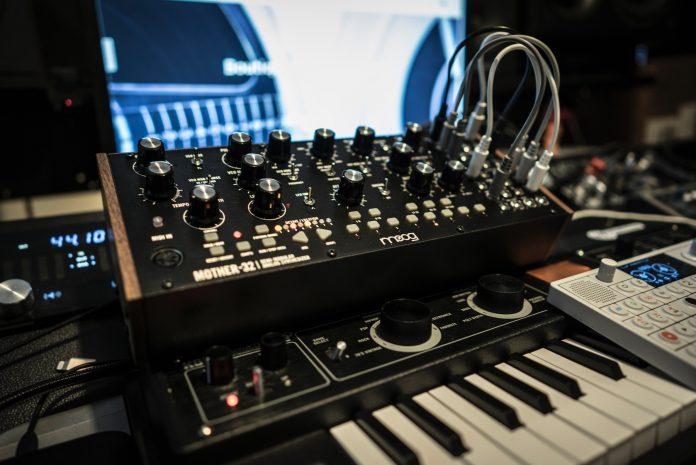 Afla AICI tot ce trebuie sa stii inainte de a incepe sa produci muzica acasa!