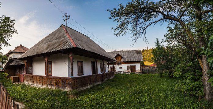 Bucovina este tot mai căutată de turiști! Află CUM să transformi casa bunicilor într-o pensiune atractivă!