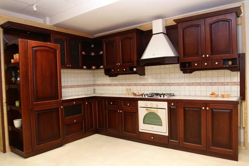 mobila clasica din lemn pentru bucatarie