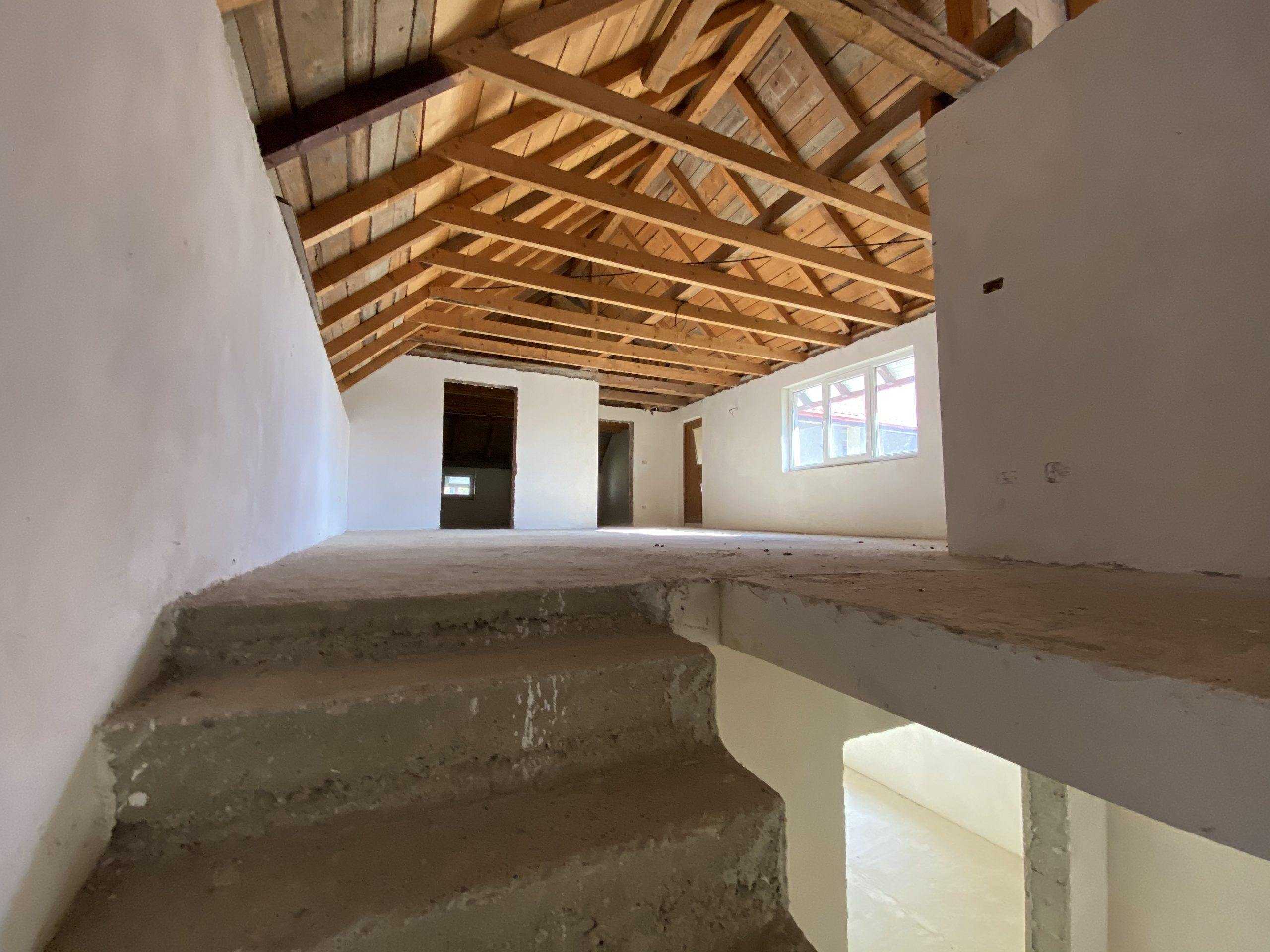 Casa de Vanzare Marginea 260 mp (2)