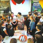 """Elevii clasei a III-a de la Școala Gimnazială """"Bogdan Vodă"""" Rădăuți au primit lecția de muzeu """"Peștii apelor noastre"""" 3"""